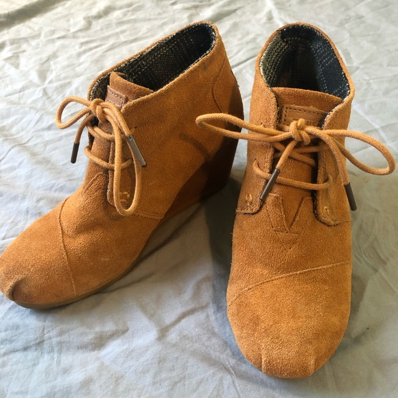 Toms Lace Up Wedge Suade Brown Desert Ankle Bootie